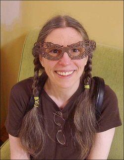 4LacyGlasses3711